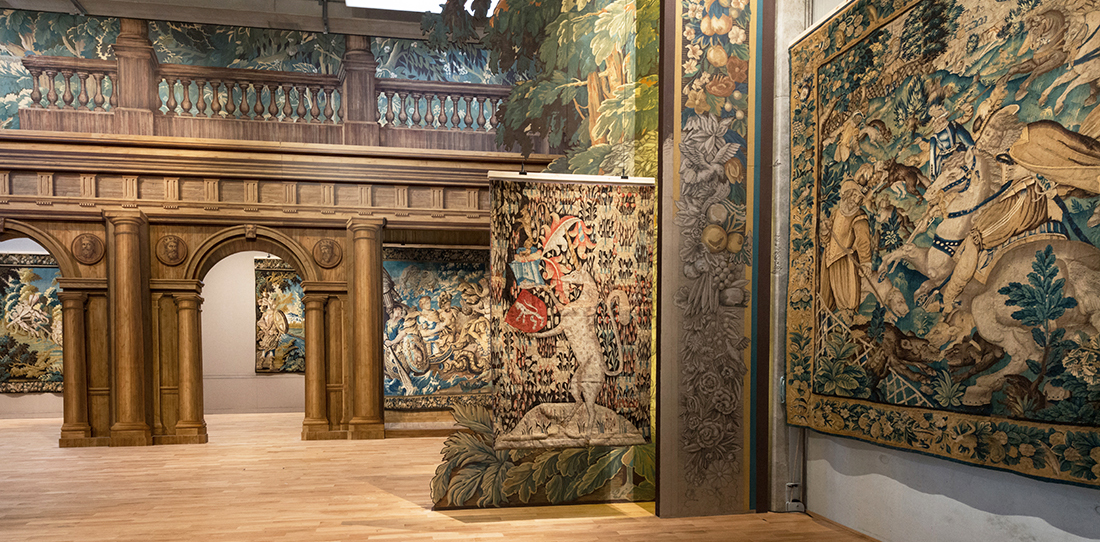 An unprecedented exhibition cit internationale de la for Tapisserie entree