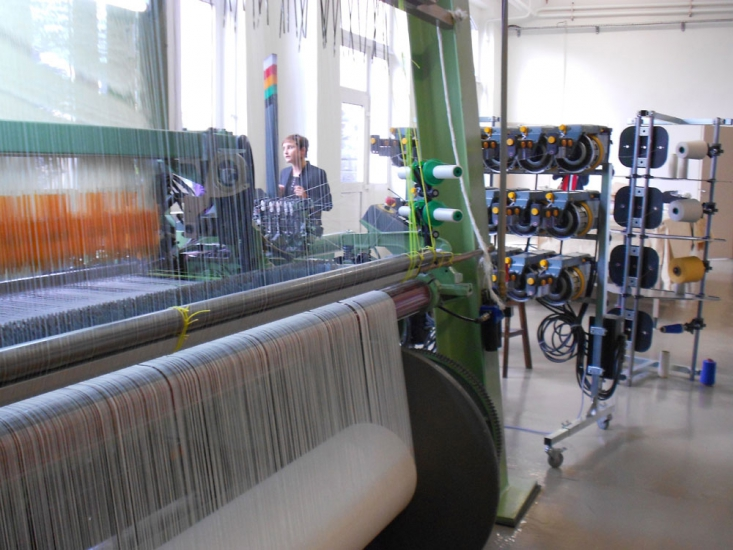 Métier de tapisserie numérique, Néolice - Vue des bobines d'alimentation du métier (16 couleurs)