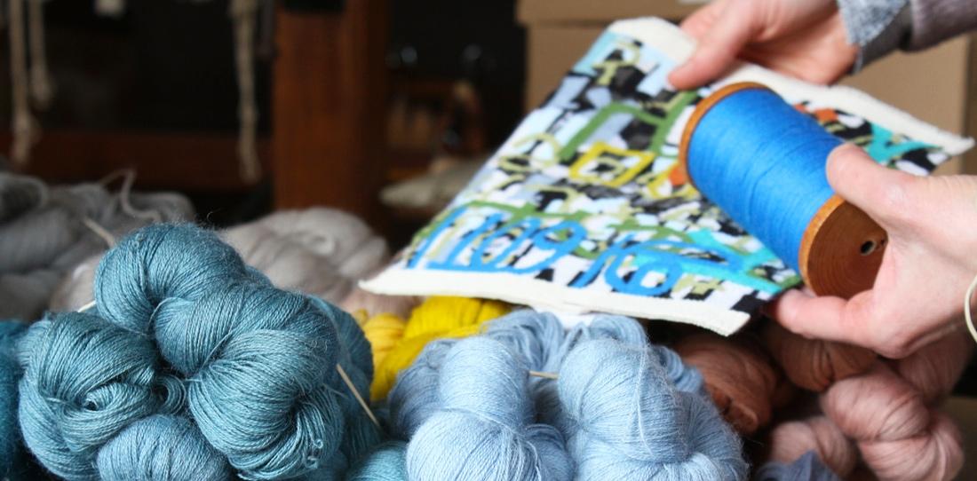 Tapis-Porte : séance de travail sur l'échantillonnage des couleurs de la tapisserie, Atelier Catherine Bernet, 2013