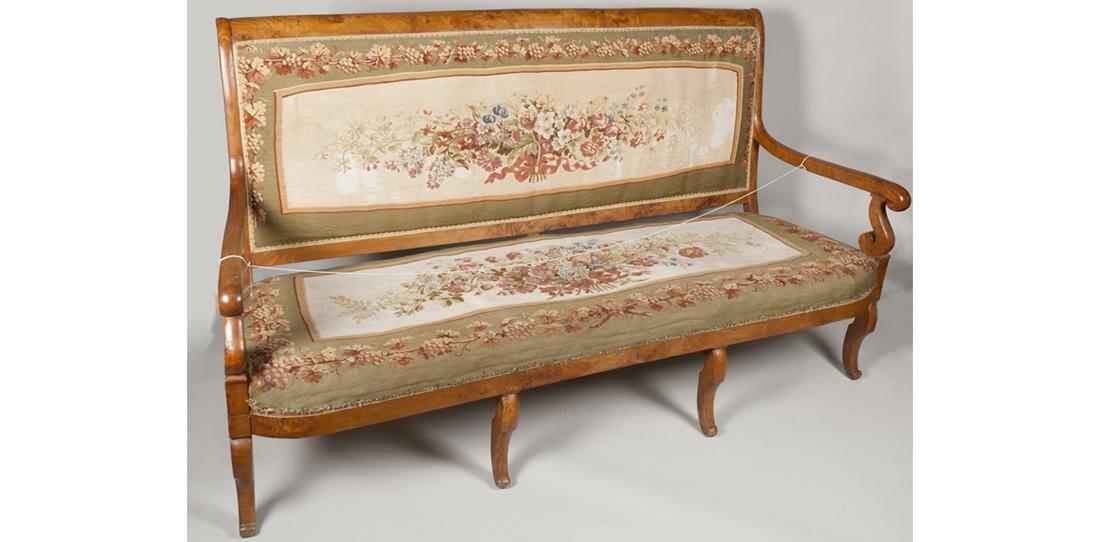 Canapé époque Charles X, bois de René Prou, tissage manufacture Braquenié, première moitié du XIXe siècle