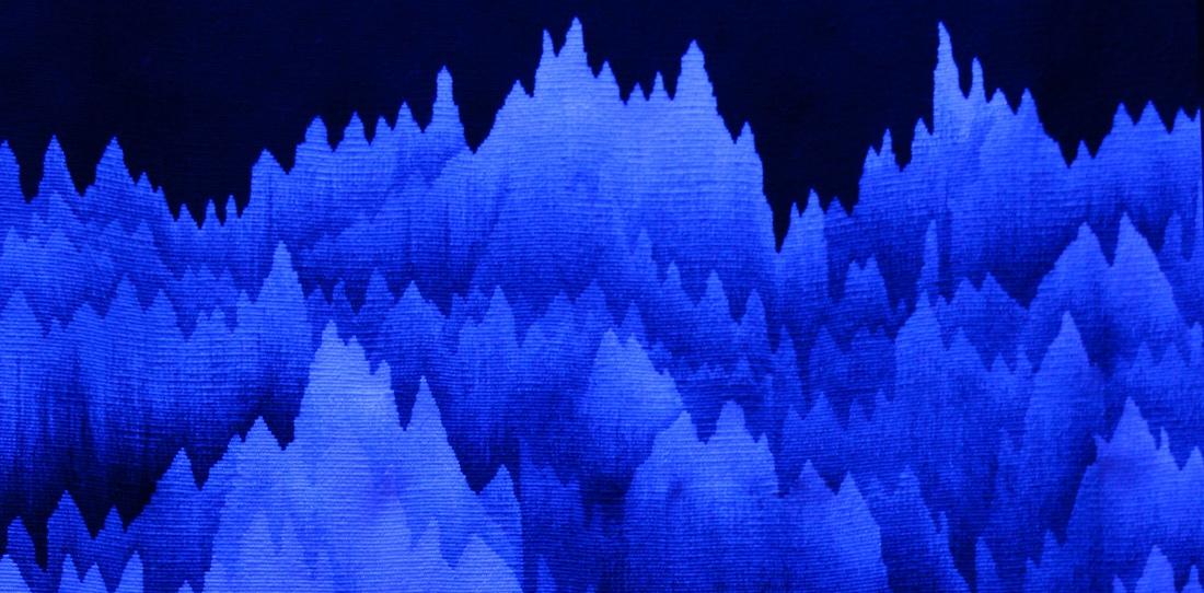 Panoramique polyphonique, Cécile Le Talec, détail de l'intérieur du tissage exposé à la lumière noire