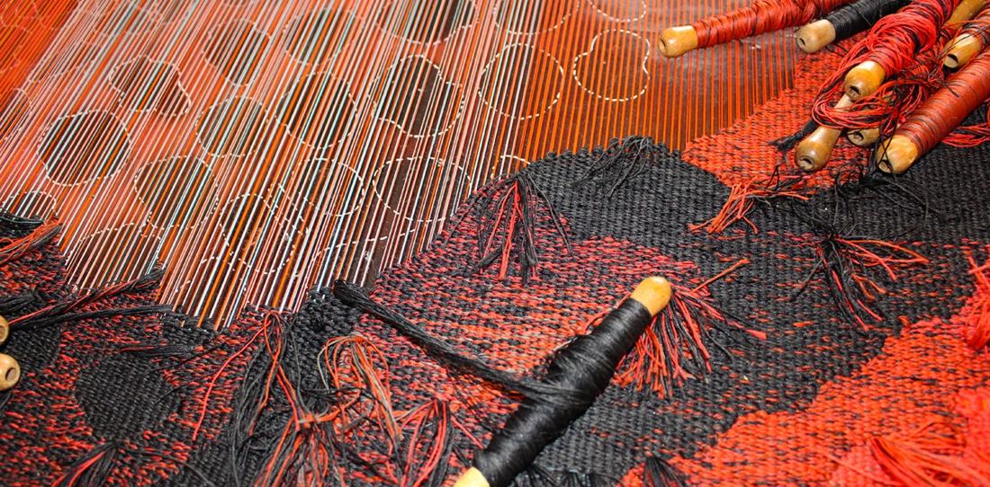 Inter Spinas Floret, d'après Cédric Delehelle, tissage en cours du prototype de tapisserie d'extérieur, 2015
