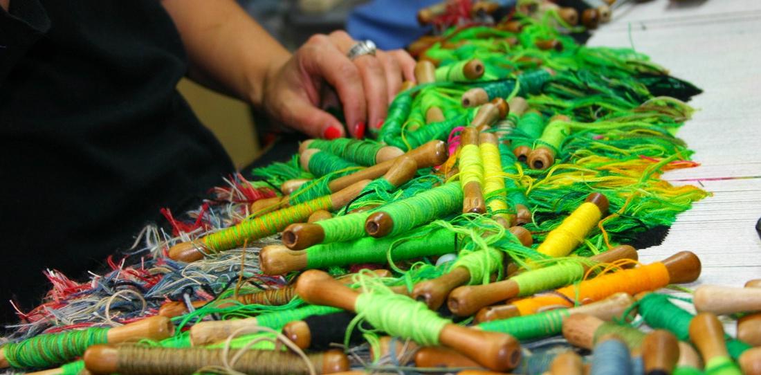 Nouvelles verdures d'Aubusson, d'après Goliath Dyèvre et Quentin Vaulot, tissage en cours de la première tapisserie de la tenture à l'Atelier de la Lune