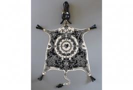 Peau de licorne, d'après Nicolas Buffe. Tissage laine et soie, atelier Patrick Guillot, Aubusson. Tête, sabots et queue en porcelaine, CRAFT, Limoges.