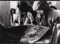 Couture des relais d'une tapisserie de basse lisse, atelier de l'École nationale d'Arts décoratifs d'Aubusson, 1985