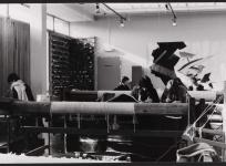 Vue de l'atelier de basse lisse de l'École nationale d'Arts décoratifs d'Aubusson, 1985