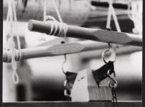 Métier de basse lisse : le sautereau, atelier de basse lisse de l'École nationale d'Arts décoratifs d'Aubusson,1985