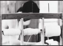 Composition du métier : les bobines de chaîne, atelier de basse lisse de l'École nationale d'Arts décoratifs d'Aubusson, 1985