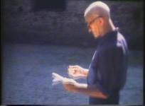 Dom Robert, interviewé par J. Cassou : enfance, place dans le mouvement de la renaissance de la tapisserie, atelier à En-Calcat, travail sur le carton numéroté. Réal. INF2 Dimanche, 1970, 14 min.
